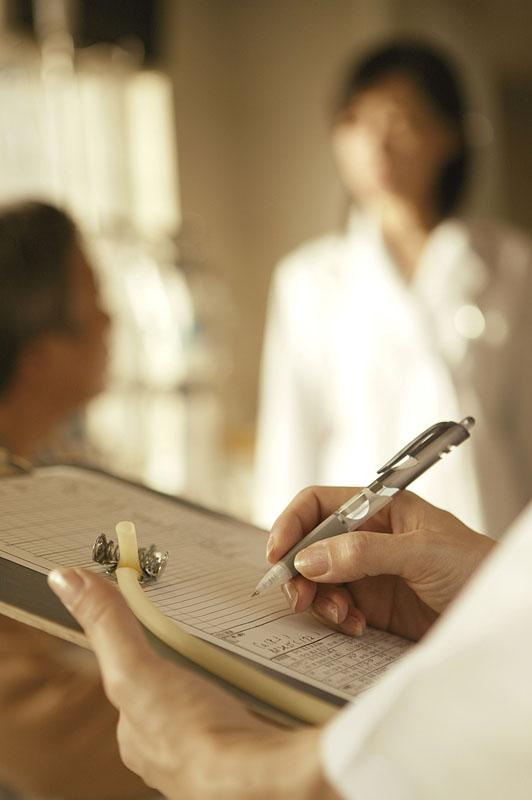 長期間休職している職員への対応(労災療養給付と打切補償)
